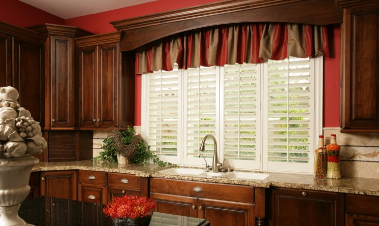 Detroit kitchen shutter and cornice valance